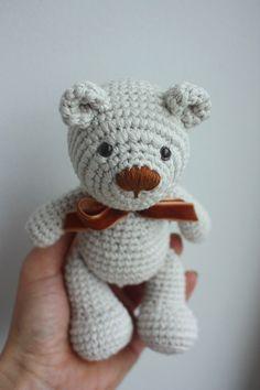 Little Teddy Bear Amigurumi Pattern - http://pinterest.com/Amigurumipins
