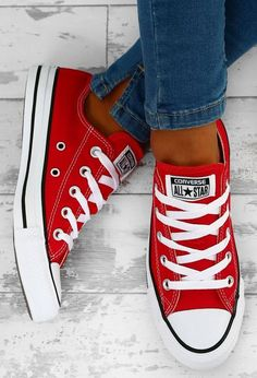 Converse Chuck Taylor All Star Red Trainers - UK 3 - Shares Niche Love Converse All Star, Converse Chucks, Outfits With Converse, Converse Chuck Taylor All Star, Converse Trainers, Red Chucks, All Star Shoes, Red And White Converse, All Star Outfit