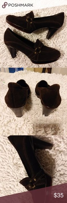 Stuart Weitzman Suede Brown Perfect Winter Heels! Stuart Weitzman Suede Brown Perfect Winter Heels! Gorgeous, Like New Condition  Wooden Heeled  Brown Suede  Brass Buckle Perfect!  From a smoke and pet free closet Stuart Weitzman Shoes Heels