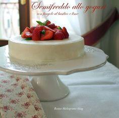 Semifreddo allo yogurt e basilico con fragole marinate