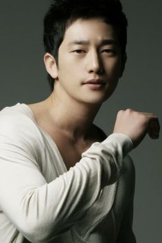 Thanks to the current controversy over one of its leading actors, Park Si Hoo, the SBS drama 'Cheongdamdong Alice' has run into a brick wall over … Korean Star, Korean Men, Most Handsome Korean Actors, Park Si Hoo, Joo Jin Mo, Hot Asian Men, Cute Korean, Asian Actors, Actor Model