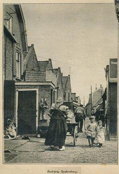 Spakenburg straatje 1932 by janwillemsen, via Flickr #Utrecht #Spakenburg