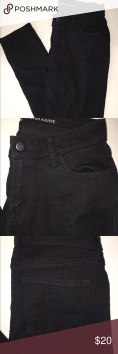 Black super skinny jeans Mid ride, super skinny black jeans. From old navy. 4LONG. Old Navy Jeans Skinny