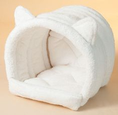 The Cat Head Igloo bed has a unique rod system built into the roof of the igloo, this is one bed your cats wont collapse! Made from our exclusive non-looped super soft fabric making it a great cosy bed to lay in.
