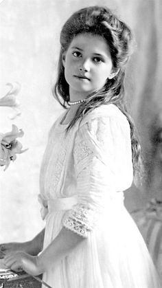 Beautiful and honesty princess Shelby Arielle Grace princess of Spain ninth birthday Anastasia Romanov, Jules Supervielle, Romanov Sisters, Familia Romanov, Princess Of Spain, Alexandra Feodorovna, Tsar Nicholas, Imperial Russia, Queen Victoria