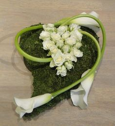 Another beautiful composition Funeral Flower Arrangements, Funeral Flowers, Floral Arrangements, Art Deco Cake, Autumn Decorating, Spring Home Decor, Ikebana, Paper Flowers, Diy And Crafts