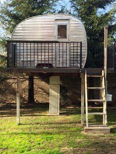 Vintage camper treehouse! | Canned Ham storage | Untravel Trailer <O>