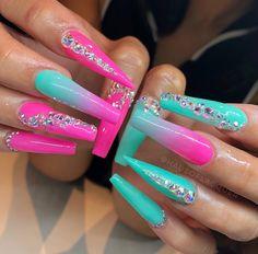 Want some ideas for wedding nail polish designs? Glam Nails, Neon Nails, Fancy Nails, Bling Nails, Gorgeous Nails, Pretty Nails, Wedding Nail Polish, Drip Nails, Exotic Nails