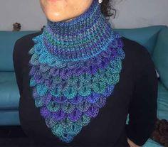 Most popular de videos and galleries. Crochet Collar, Knit Or Crochet, Crochet Hats, Crochet Crocodile Stitch, Crochet Neck Warmer, Braided Scarf, Cowl Scarf, Ear Warmers, Crochet Blanket Patterns