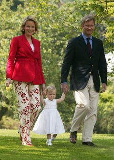 Pin for Later: Flip Through the Most Precious Royal Baby Book Princess Elisabeth Belgium's Princess Elisabeth walked with the help of her parents, Princess Mathilde and Prince Philippe, in 2003.