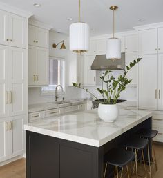Home Decor Kitchen, Kitchen Interior, Home Kitchens, Kitchen Ideas, Diy Kitchen Island, Kitchen Island Without Overhang, Kitchen Island Seating, All White Kitchen, Kitchen Cabinet Colors