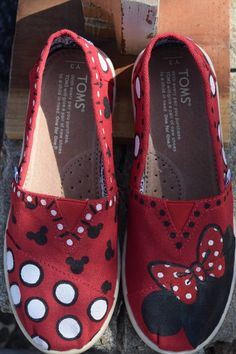 For the Disney lover! Disney Painted Shoes, Custom Painted Shoes, Custom Shoes, Painted Converse, Kid Shoes, Girls Shoes, Vans Shoes, Cartoon Shoes, Hand Painted Toms