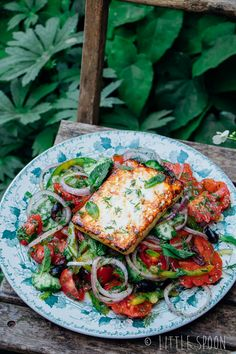 Griekse salade met gerookte feta Griekse salade met gerookte feta – Little Spoon Gallery Ideas] Quick Healthy Meals, Healthy Salad Recipes, Veggie Recipes, Lucky Food, Food Porn, Greek Recipes, Easy Cooking, Food Inspiration, Love Food