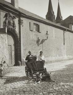 August Sander. Organ Grinders. 1928
