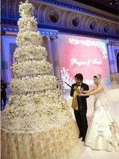 "Beautiful wedding cake ~ out of all the cakes I have seen over the years, this one tops the ""WoW"" factor!!"