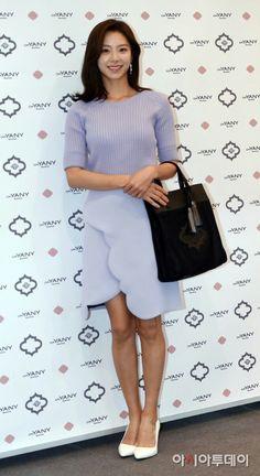 Tersenyum Park Soo Jin Park Soo Jin, Dresses For Work, Stylish, Beautiful, Women, Fashion, Moda, Fashion Styles, Fashion Illustrations