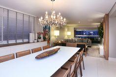 Um apartamento de 240m², na região de Perdizes (São Paulo), para um casal que gostaria de acomodar seus 4 filhos, ter espaço e conforto, e ainda poder receber os amigos.