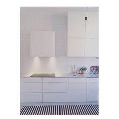 Modern white and calm kitchen at the home of ✔️ Mano by Kvik. Kitchen Pictures, Updated Kitchen, Sweet Home, Kitchen Island, Instagram Posts, Modern, Design, Kitchens, Kitchen Inspiration