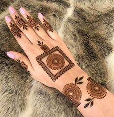 50 Most beautiful South Korea Mehndi Design (South Korea Henna Design) that you can apply on your Beautiful Hands and Body in daily life. Henna Hand Designs, Dulhan Mehndi Designs, Mehandi Designs, Round Mehndi Design, Mehndi Designs Finger, Modern Henna Designs, Mehndi Designs For Beginners, Mehndi Designs For Girls, Mehndi Design Photos