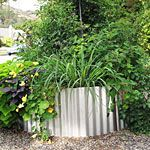 How to build a corrugated metal raised bed - Sunset Magazine Author and gardener Ivette Soler shares her method for building a raised bed out of corrugated galvanized steel Garden Yard Ideas, Backyard Projects, Garden Landscaping, Garden Tips, Box Garden, Garden Web, Garden Path, Landscaping Tips, Outdoor Projects