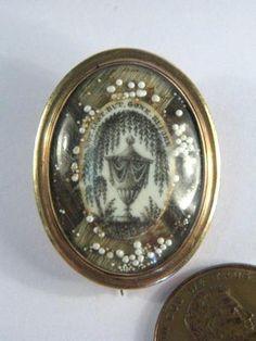 ANTIQUE GEORGIAN ENGLISH 15K GOLD SEPIA MOURNING HAIR LOCKET PIN BROOCH c1800