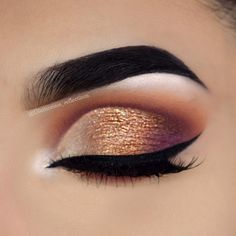 24 Sexy Eye Makeup Looks Give Your Eyes Some Serious Pop - Gorgeous eye makeup #eyemakeup #makeup #sexyeyes #eyeshadow