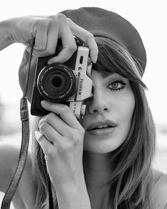 lifestyle photography = photo of a photographer Photographer Self Portrait, Self Portrait Photography, Photographer Headshots, Girl Photography Poses, Lifestyle Photography, Camera Photography, Black And White Portraits, Black And White Photography, Girls With Cameras