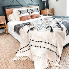 Room Ideas Bedroom, Bedroom Bed, Dream Bedroom, Home Decor Bedroom, Modern Boho Master Bedroom, Natural Bedroom, Modern Farmhouse Bedroom, Natural Bedding, Bedroom Inspo