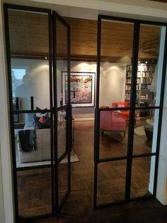 Smijernsdører med glass Dører og vegger i smijern og glass gir rommet et særdeles eksklusivt og luftig preg. Myhre Smie har levert mange slike løsninger til kvalitetsbevisste kunder i hele Norge. &…