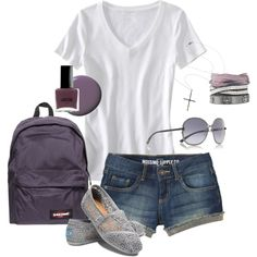 plain and simple outfit for summer trips!