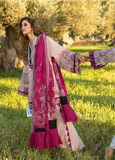 Pakistani Casual Wear, Pakistani Fashion Party Wear, Pakistani Dress Design, Pakistani Outfits, Indian Outfits, Stylish Dresses For Girls, Girls Dress Up, Simple Dresses, Beautiful Dresses