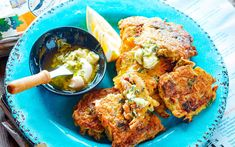 Nici Wickes' delicious mussel fritters recipe is incredibly easy to make and fantastic served with lemon wedges and a herby, creamy mayo sauce. Enjoy for a tasty lunch with friends and family Shellfish Recipes, Seafood Recipes, Cooking Recipes, Seafood Dishes, Kiwi Recipes, Savoury Recipes, Drink Recipes, Dinner Recipes, Savoury Finger Food