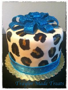 Real Leopard mini cake. Cute sparkly bow.