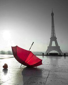 Paris and the red umbrella and red heart Torre Eiffel Paris, Paris Eiffel Tower, Photo Backgrounds, Background Images, London Rain, Paris Wallpaper, Wallpaper Wallpapers, Concours Photo, Umbrella Art