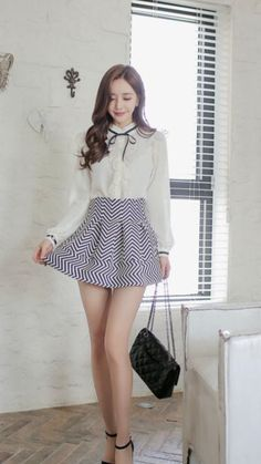 Women With Beautiful Legs, Beautiful Young Lady, Sexy Asian Girls, Beautiful Asian Girls, Asian Fashion, Girl Fashion, Girls In Mini Skirts, Stylish Clothes For Women, Korean Outfits