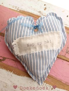 Hartje gerecycled materiaal 'kop op he!'. Heart made of recycled material 'heads up!'. Handmade by ♥ Doekedoek ♥