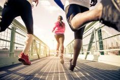High-intensity interval training, or HIIT, will be the No. 1 fitness trend in analysts say, but smartphone exercise apps will no longer be fashionable. How To Start Running, Running Tips, Running Track, Beginner Running, Running Shoes, Running Routine, Running Form, Regenerative Medicine, Shin Splints