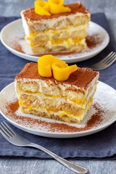 Mango tiramisu is a fruity version of the classic Italian dessert. Layers of ladyfingers, mascarpone mixture and mango sauce are finished off with cocoa and some fresh mango slices. No Cook Desserts, Italian Desserts, Summer Desserts, Mango Tiramisu Recipe, Tiramisu Dessert, Mango Dessert Recipes, Gourmet Recipes, Cooking Recipes, Cake Recipes