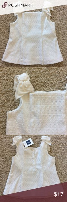 👫Janie and Jack Eyelet Tank Gorgeous Janie and Jack Eyelet tank. White color. Bows on the shoulders. 3 buttons in back. Lined. 57 cotton 40 polyester 3 spandex. 100% cotton lining. Size 18-24M. NWT, never worn. Janie and Jack Shirts & Tops Tank Tops