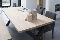 Strook van Hout - is een prachtige massieve tafel die binnen elke ruimte de nodige aandacht trekt. Met de mogelijk tot de afwerking in matte lak of verschillende kleuren olie krijgt de tafel een zeer moderne en stijlvolle uitstraling. Het robuuste metalen onderstel is van een erg mooie kwaliteit
