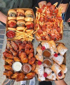 ASMR For Food Lovers I Love Food, Good Food, Yummy Food, Best Junk Food, Yummy Yummy, Plats Ramadan, Food Porn, Junk Food Snacks, Pizza Snacks