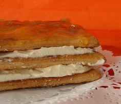 Tarta milhojas de nata y mermelada