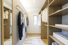 """女性目線の""""あったらいいな""""を叶える住まいMOTENA [西念モデル] House Layouts, Closet Storage, Walk In Closet, Interior Design Kitchen, Getting Organized, Household, Home Decor, Base Cabinet Storage, Storage Closets"""