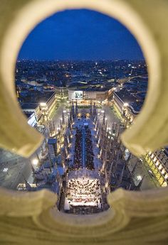 During summer, events and concerts take place on the Main Terrace of the milan cathedral, under the night sky.