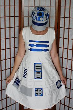 AMAZING R2D2 outfit my friend made for herself. Amazing. Seriouslyyyyy.