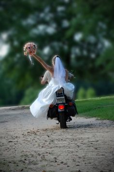 what a cute biker wedding photo idea