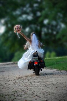 what a cute biker wedding photo idea