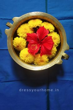 21 best diwali decor ideas on a budget. Quick and easy traditional diwali decoration ideas for your home using flowers and diyas. Rangoli Designs Flower, Rangoli Designs Diwali, Flower Rangoli, Diwali Decorations At Home, Festival Decorations, Flower Decorations, House Plants Decor, Plant Decor, Diwali Pooja