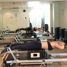 Super S-T-R-E-T-C-H Saturday loved my morning workout in the studio (not done much since apart from make a chili and have a snooze with Olivia ) #happyweekend #powerpilatesuk #pilates #reformerpilates #pilatesreformer