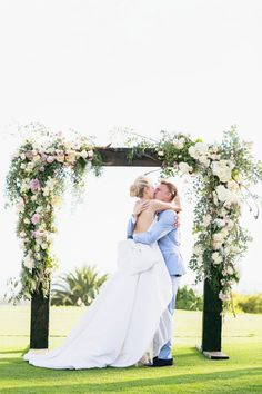 California bliss: http://www.stylemepretty.com/2015/05/06/stylish-montecito-country-club-wedding/ | Photography: Mi Belle - http://mibelleinc.com/